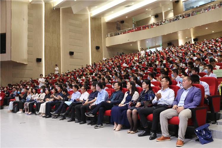第六届青少年辩论赛隆重举行